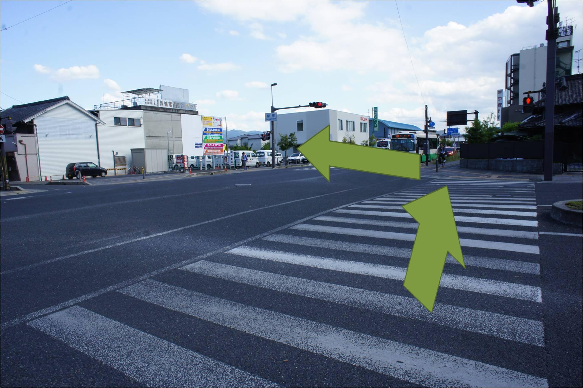 柳町の信号で反対車線へ渡る
