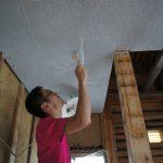 天井を塗っていました♪
